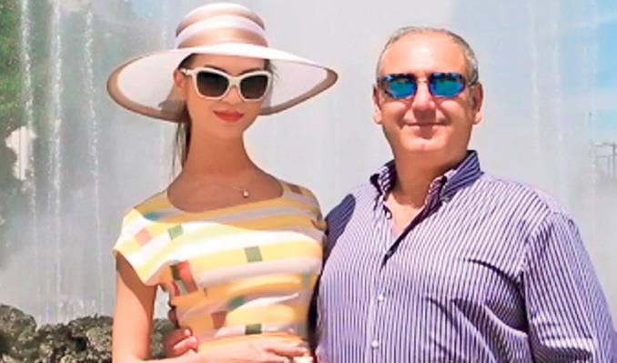 Dorin Cocoș, fostul sponsor al Elenei Udrea și achiziția lui nouă, cu vreo 14 ani mai tânără decât fosta și la jumătate din vârsta lui. O să cred că dragostea nu ține cont de vârstă cînd o să văd o bunăciune cu un moș sărac.